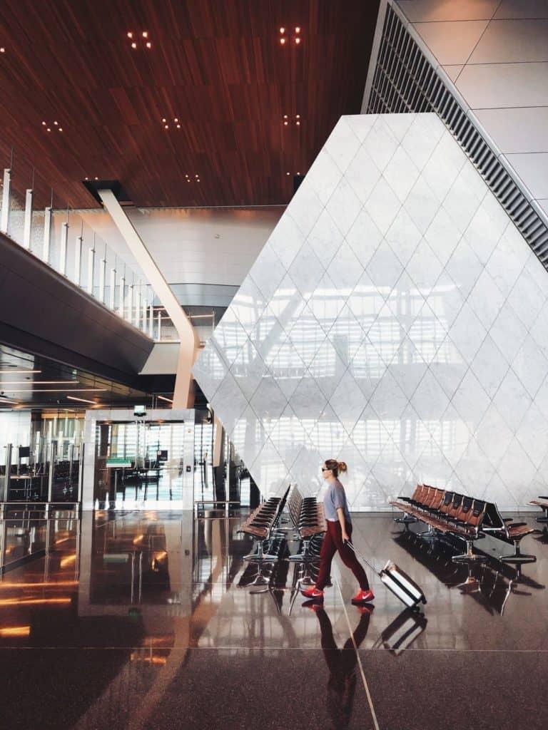 gå efter de større lufthavne